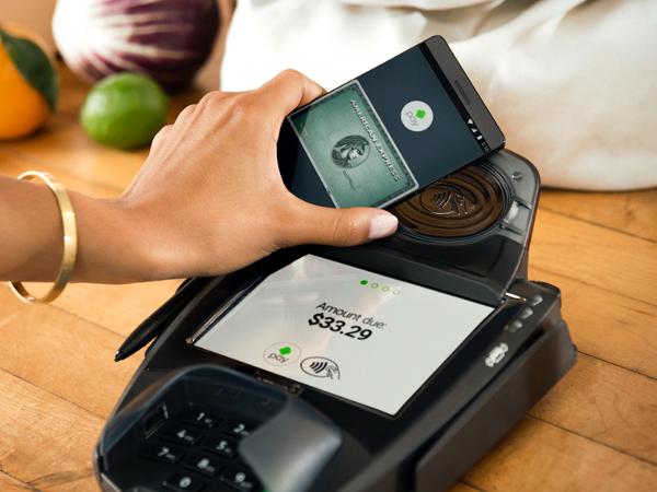 Google lanza Android Pay. ¿Guerra abierta en el sector de los pagos por móvil?