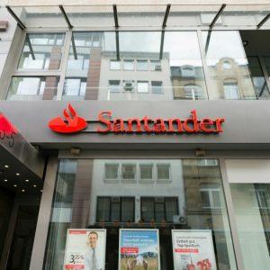 Santander compite para convertirse en el primer banco en emitir dinero en Blockchain público