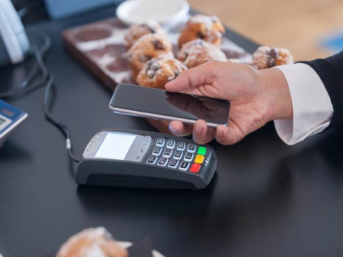 Bancos y comerciantes se asocian para lanzar una solución de pagos por móvil en Francia